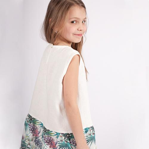Wrinkled linen girl's dress with Hawaii pattern